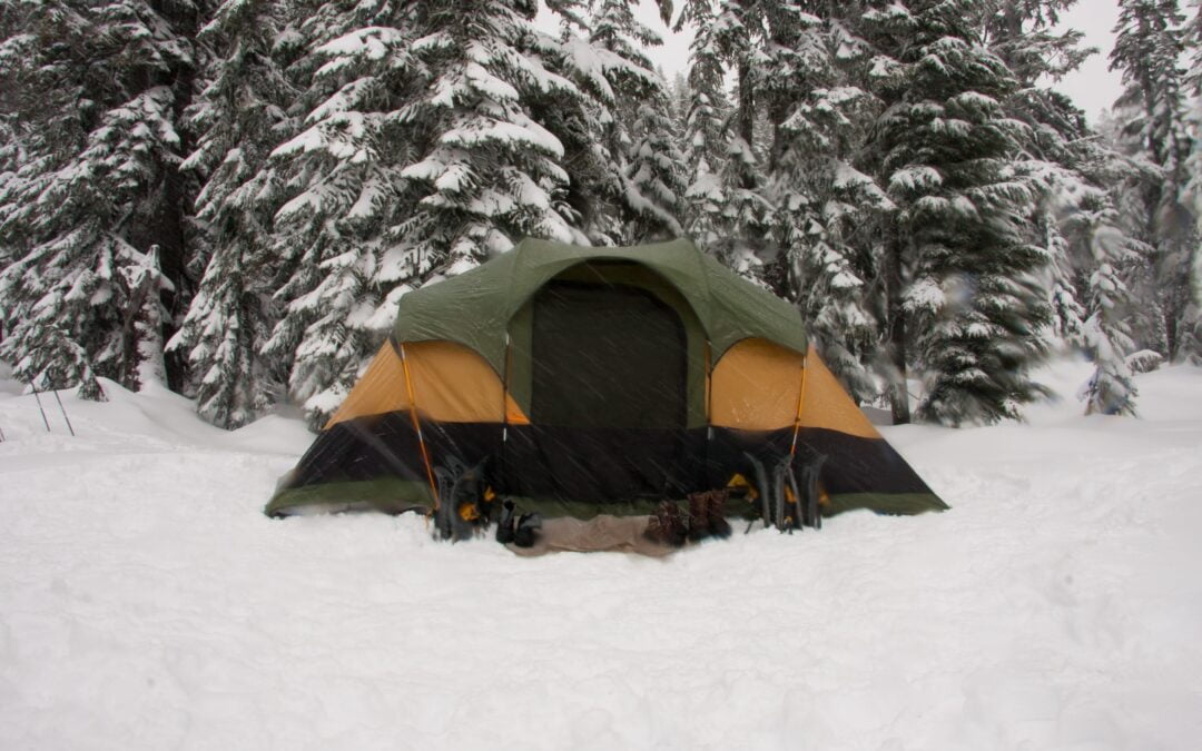 How to Make a Camp in the Winter
