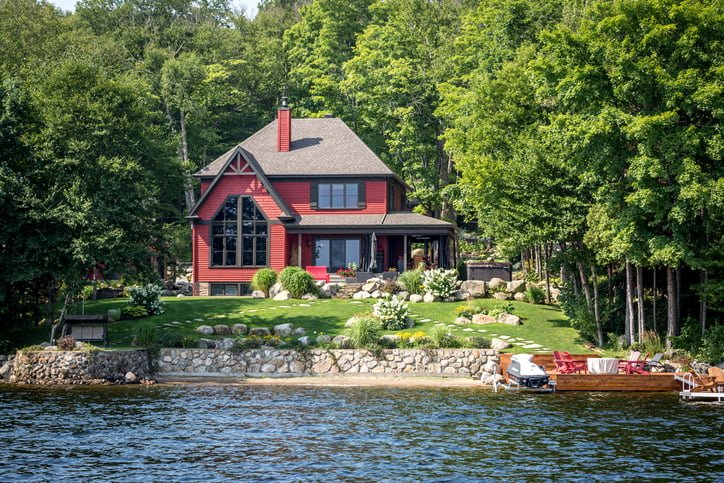 Luxurious lakefront property