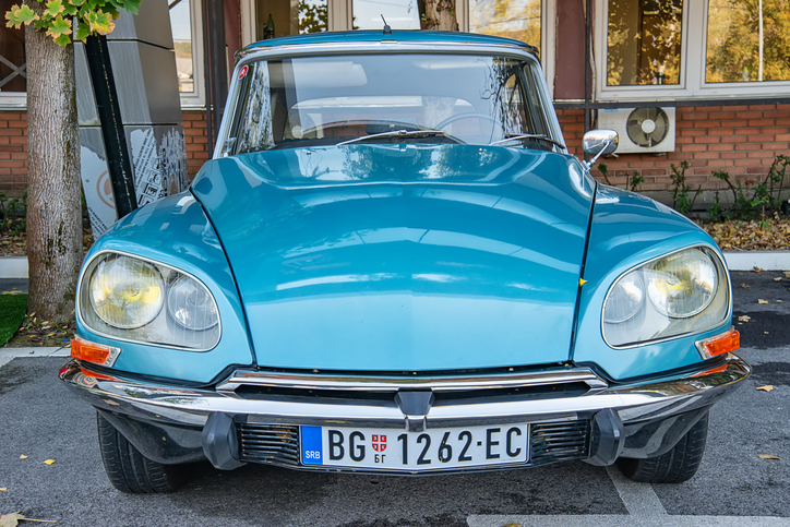 Front view of a blue Citroen DS oldtimer car
